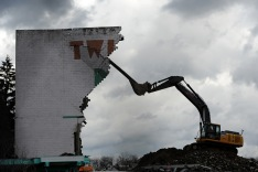 Pam Panchak/Post-Gazette 01172017 PHOTOSLUG: TwinHwyDriveDemo SECTION: Loc CAPTION: WD Wright Contracting Inc. takes down the last of the big screen for the Twin Hi-Way Drive-In in McKees Rocks Tuesday, January, 17, 2017. Standalone / LOCAL